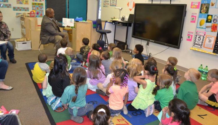 3CAE2C5C75571A73F4ECFDBA31F2BF97.supt-hughes-reads-to-prek-at-wise-photogallery.jpg